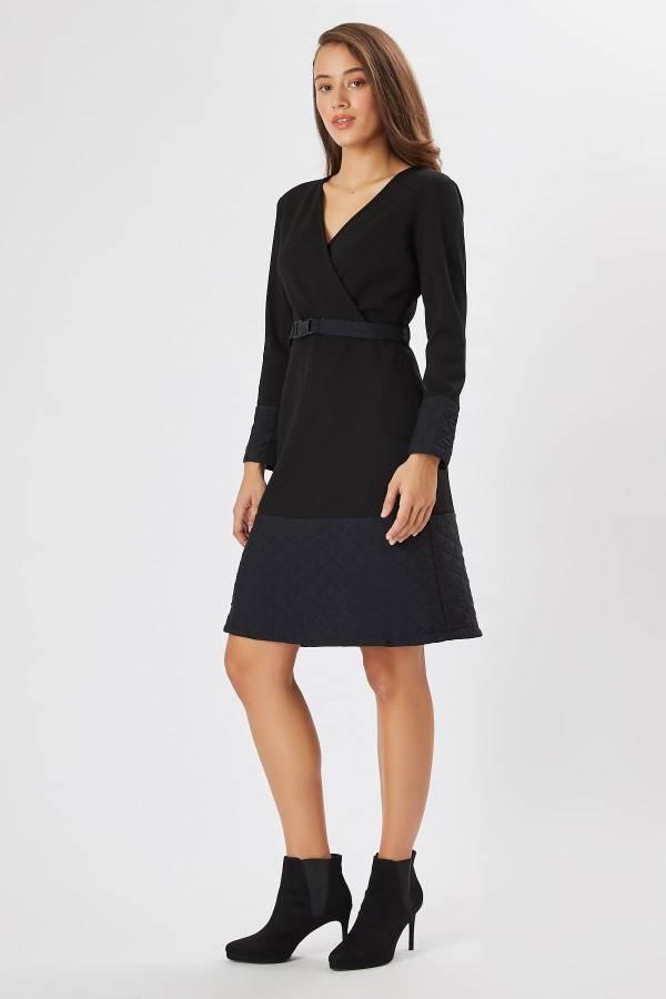 Anvelop yakalı siyah elbise