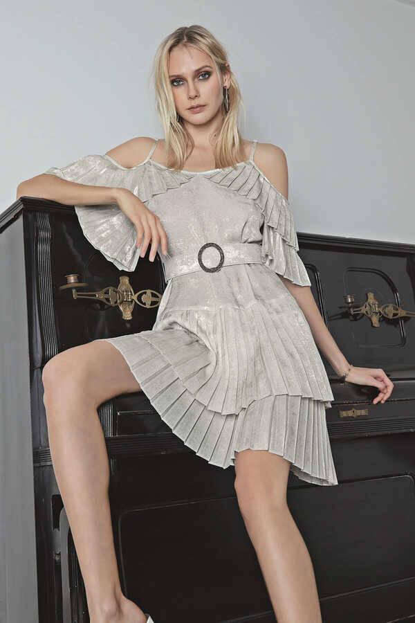 Pilise Detaylı Askılı Elbise