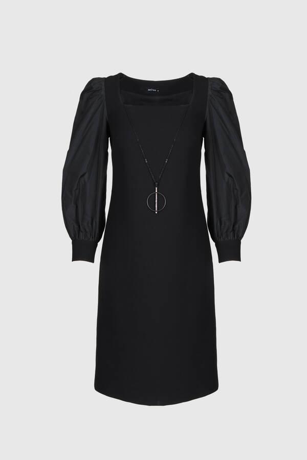 Kolyeli Siyah Krep Elbise