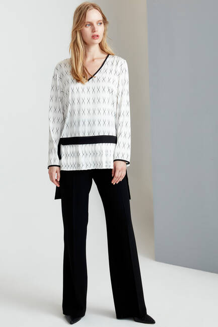 Siyah Beyaz Desenli Piliseli Bluz - Thumbnail